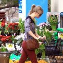 Taylor Swift Shopping at Ralph's in Beverly Hills
