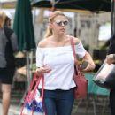 Jodie Sweetin – Shopping at Farmer's Market in Studio City - 454 x 823