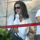 Brooke Shields departing on a flight at LAX airport in Los Angeles, California on February 2, 2015 - 454 x 566