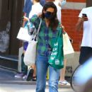 Katie Holmes – Grocery shopping in Soho – New York