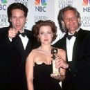 David Duchovny, Gillian Anderson and the Producer Chris Carter At The 55th Annual Golden Globe Awards (1998) - 417 x 330