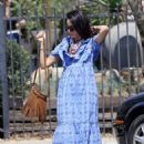 Abigail Spencer – Sets up her floral company at the farmer's market in Montecito - 454 x 620