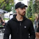 Joe Jonas is spotted out in Los Angeles, California on January 10, 2017 - 399 x 600