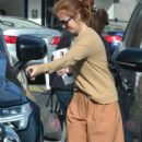 Isla Fisher – Out for lunch in Studio City - 454 x 752