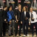 Metallica pose in the press room during the 24th Annual Rock and Roll Hall of Fame Induction Ceremony at Public Hall on April 4, 2009 in Cleveland - 454 x 337