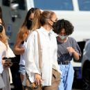 Jennifer Lopez – Shopping candids on Rodeo Drive in Beverly Hills - 454 x 757