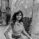 Maria Schneider - 393 x 594