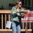Hilary Duff – Getting pizza in Studio City