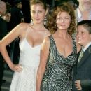 Actresses Susan Sarandon and her daughter Eva Amurri attend - World premiere of 'War Of The Worlds' at the Ziegfeld Theatre on June 23, 2005 - 454 x 681