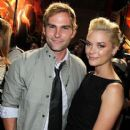 Seann William Scott and Jaime King - 406 x 612