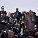 Peter Wolf, Karen O, Dave Grohl, Stevie Wonder and John Legend perform onstage with inductee Ringo Starr during the 30th Annual Rock And Roll Hall Of Fame Induction Ceremony at Public Hall on April 18, 2015 in Cleveland, Ohio. - 454 x 302
