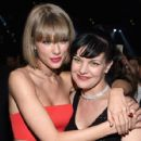 Taylor Swift and Pauley Perrette At The 58th Annual Grammy Awards (2016) - Arrivals - 427 x 600
