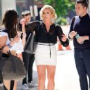 Jane Krakowski – Out and about in New York City - 454 x 633