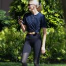 Devon Windsor – Out on her morning walk in Miami - 454 x 681