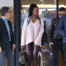 Kelly Rowland – Christmas Shopping at Barney's New York in LA - 454 x 611