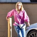 Kristen Bell – Steps out of a spa in Los Feliz