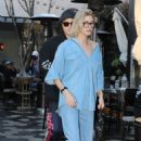 Hailey Baldwin – Heads for lunch in West Hollywood