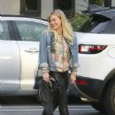 Hilary Duff Out for a Sushi Dinner in Beverly Hills - 454 x 601