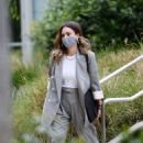 Jessica Alba – Dons bussines look while out of an office building in Los Angeles