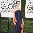 Caitriona Balfe at 74th Golden Globes Awards - arrivals - 454 x 646