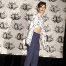 Courteney Cox attends The 1995 MTV Movie Awards - 432 x 612