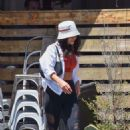 Vanessa Hudgens – Out for lunch in Los Feliz