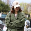 Lana Del Rey and a friend are spotted out shopping in Sherman Oaks, California on January 23, 2017 - 425 x 600