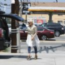 Gwen Stefani – Out in Studio City - 454 x 303
