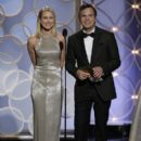 Naomi Watts and Mark Ruffalo At The 71st Golden Globe Awards (2014) - 396 x 594