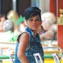 Rihanna - Candids Da Silvano 26-08-2009
