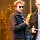 Barry Manilow seen leaving his hotel in New York City, New York on December 16, 2014 - 417 x 594