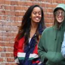 Malia Ann Obama hangs out in the SoHo neighborhood in New York City, New York on March 26, 2017 - 454 x 568