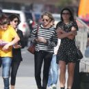 Robin Wright – Walk with her friends in West Hollywood - 454 x 557
