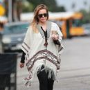 Hilary Duff running errands Out in Los Angeles October 17, 2016 - 454 x 613