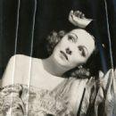 Claire Dodd - 454 x 580