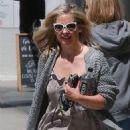 Sarah Michelle Gellar – Leaving a hair salon in Brentwood - 454 x 681