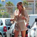 Sophie Monk out for lunch in Mallorca - 454 x 750
