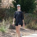 Margaret Qualley – Out for jogging in Los Angeles - 454 x 563