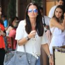 Kyle Richards and husband Mauricio Umansky take their daughters Alexia, Sophia and Portia out for lunch in Beverly Hills, California on June 10, 2016 - 454 x 591