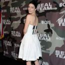 Jessica Pare – 'SEAL Team' Premiere in Los Angeles - 454 x 645