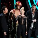 The 2012 MTV Movie Awards - Show - 454 x 348