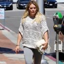 Hilary Duff at the Doctor's office - 366 x 600