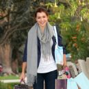 Alyson Hannigan - Shopping At Sur La Table And William Sonoma - October 8, 2010