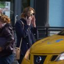 Mischa Barton – Hailing a taxi cab in NYC