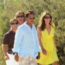 Elizabeth Hurley - Liz Hurley Accompanied With Her Husband Arun Nayar And With Ex-boyfriend Hugh Grant, Were To Have Lunch To The Club 55 In Saint-Tropez, 2008-08-26