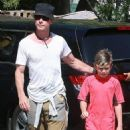 Gavin Rossdale takes his son Kingston to his soccer game in Sherman Oaks, California on April 12, 2015 - 454 x 533