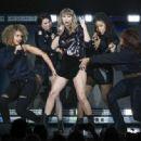 Taylor Swift–Performs at B96 Pepsi Jingle Bash in Rosemont