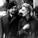 Meryl Streep and Robert De Niro in The Deer Hunter (1977) - 454 x 356