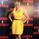 Reese Witherspoon in dressed in sunny yellow at the premiere of the movie