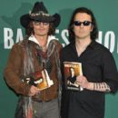 Damien Echols In Discussion With Johnny Depp - 404 x 594